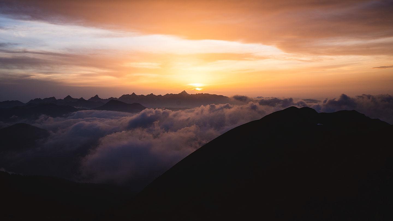 coucher du soleil dans les pyrénées